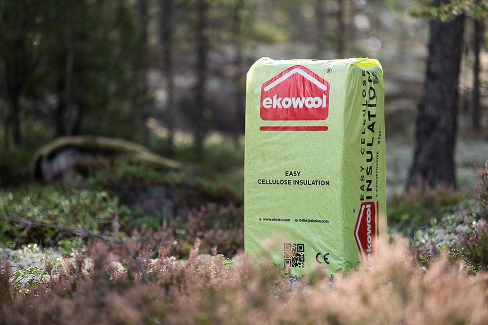 Ekowool easy on nimensä mukaan helppo, käsinlevitettävä eriste